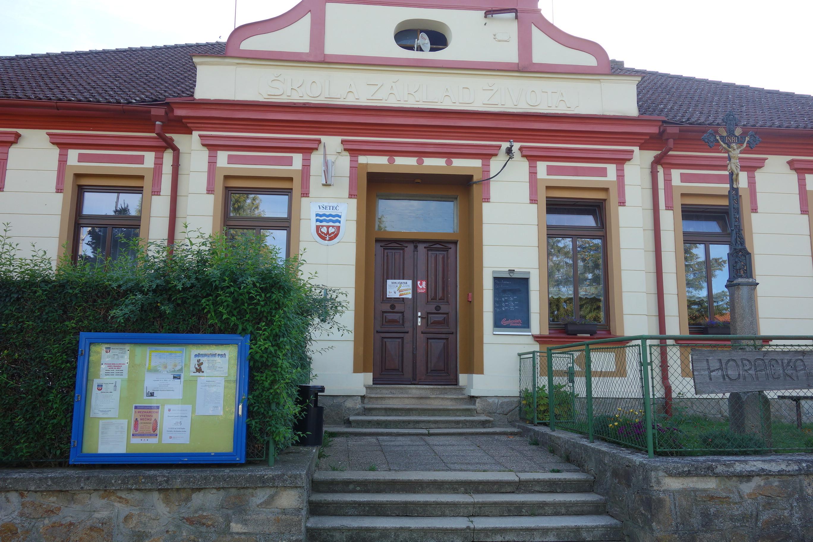 Knihovna Všeteč